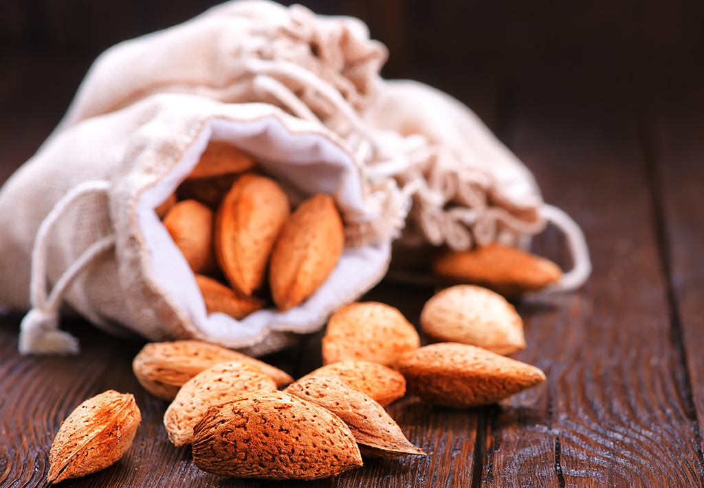 Almonds. Almendrave.
